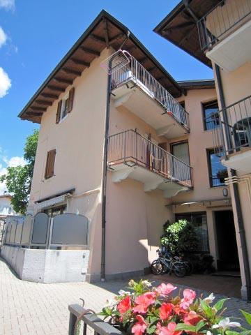 Casa rosada appartamento piano terra appartamenti for Piano casa piano terra