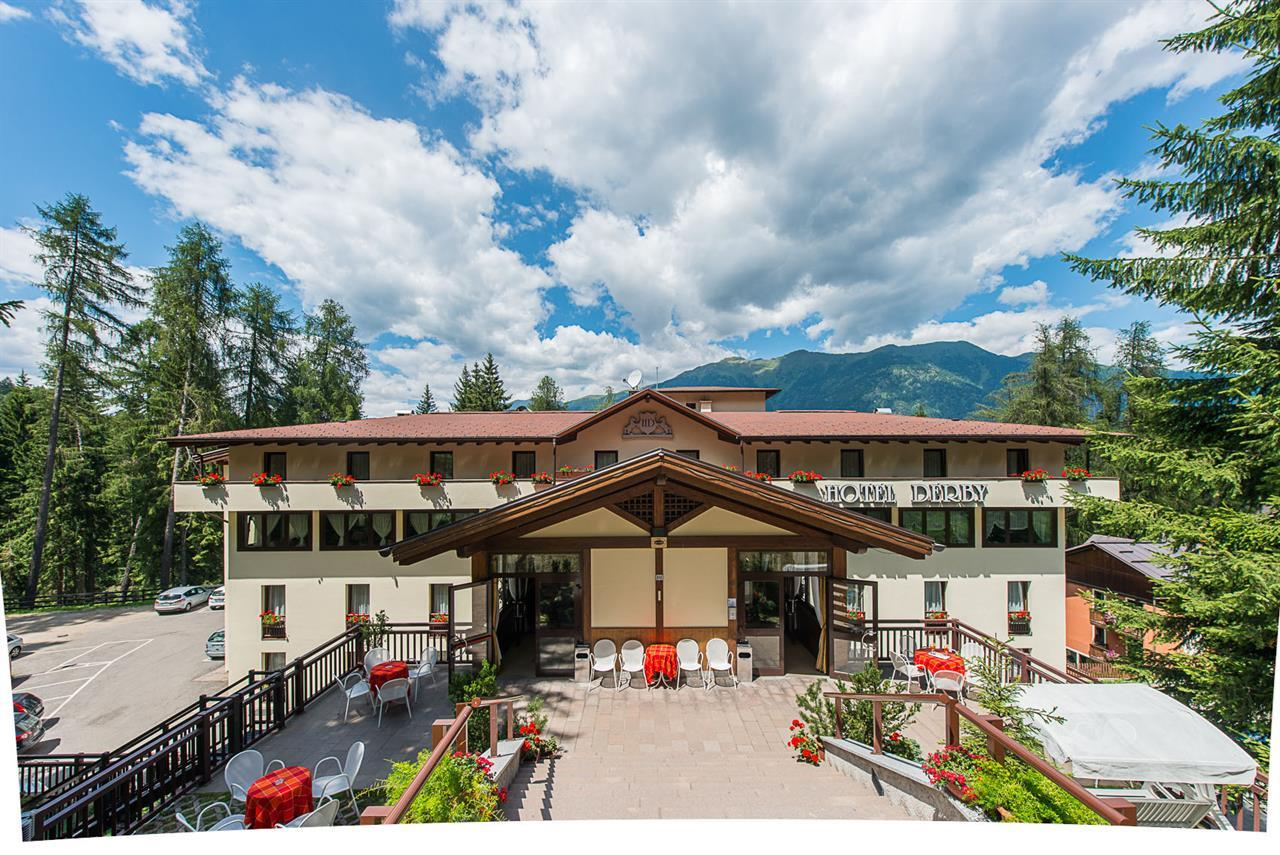Hotel derby hotel a folgarida trentino for Derby hotels