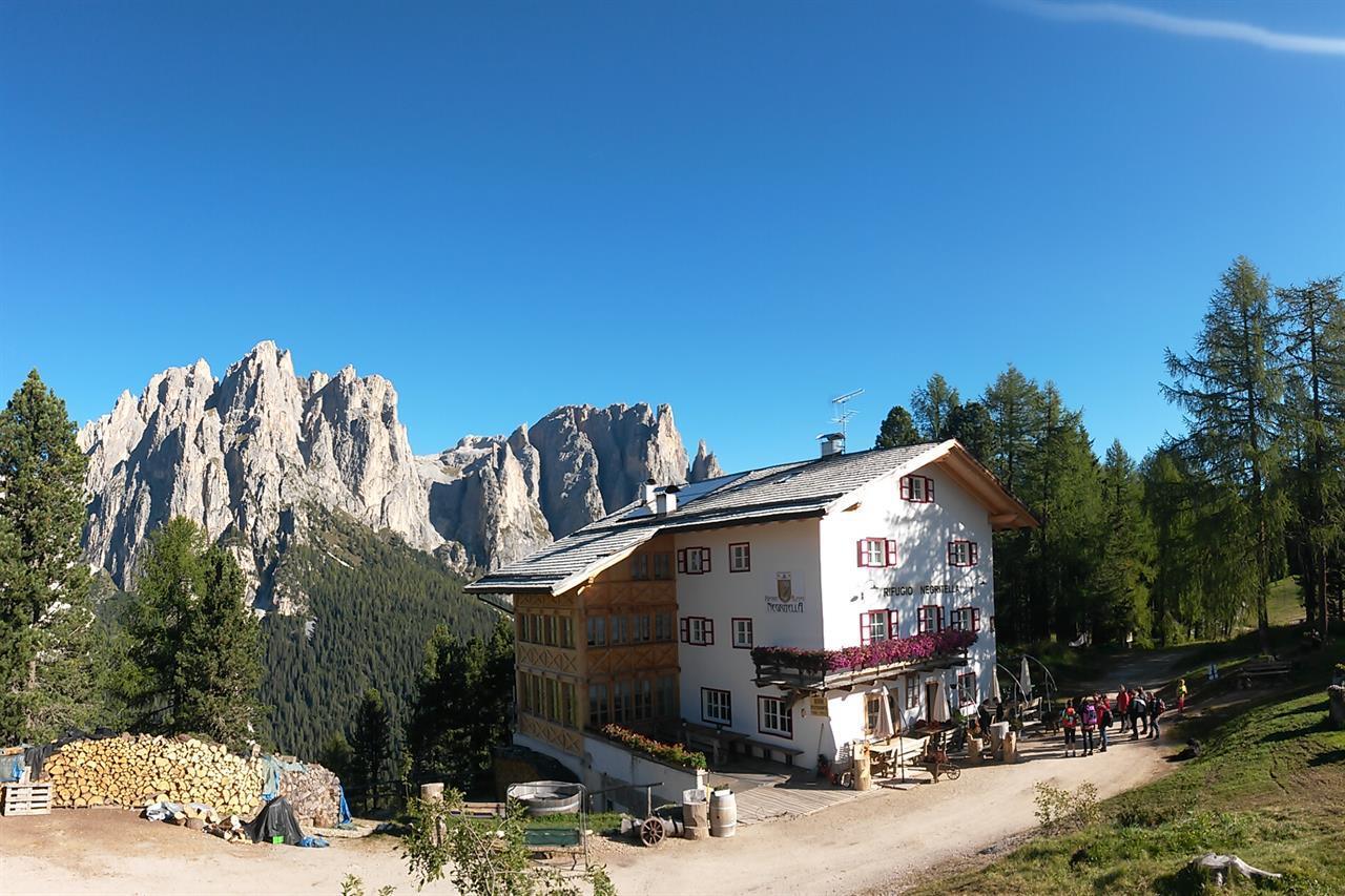 Negritella rifugio a s n jan di fassa trentino for Rifugio in baita di montagna